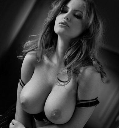 Femme chaude cherche à s'épuiser en baisant